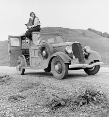 <em>Dorothea Lange photographing from the <BR>roof of her car</em> in California. <BR>Library of Congress, Prints & Photographs Division, <BR>FSA/OWI Collection, LC-DIG-fsa-8b27245