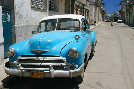 Our original colour photo of a car in Havana